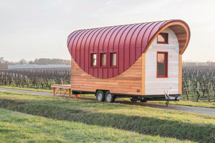 Tiny-house-cintrée-rouge-oxyde