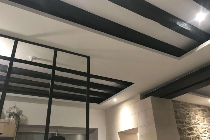 plafond-et-peinture-sous-planché-bois-ancien